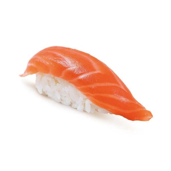 Фото 1 - Нигири с копченным лососем.