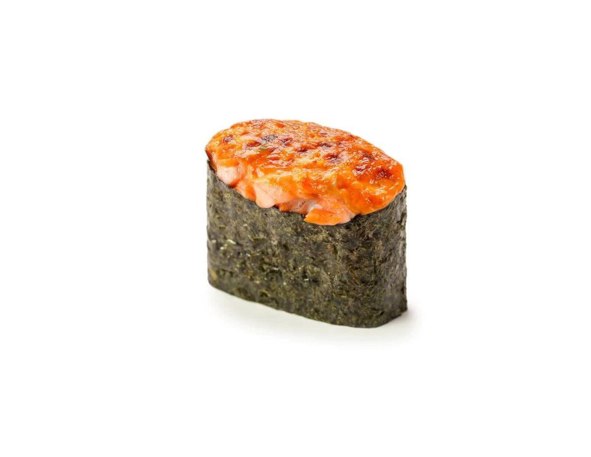 Фото 1 - Запеченные суши с копченным лососем.